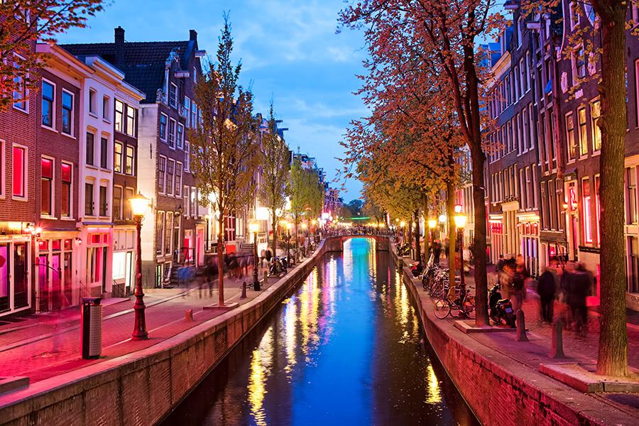 Rotlichviertel Amsterdam bei Dämmerung