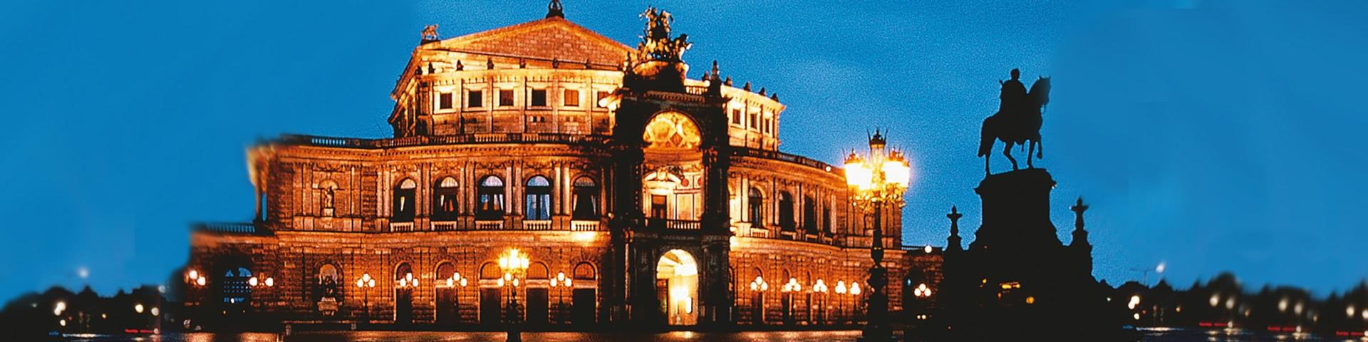 Semper-Oper in Dresden bei Nacht
