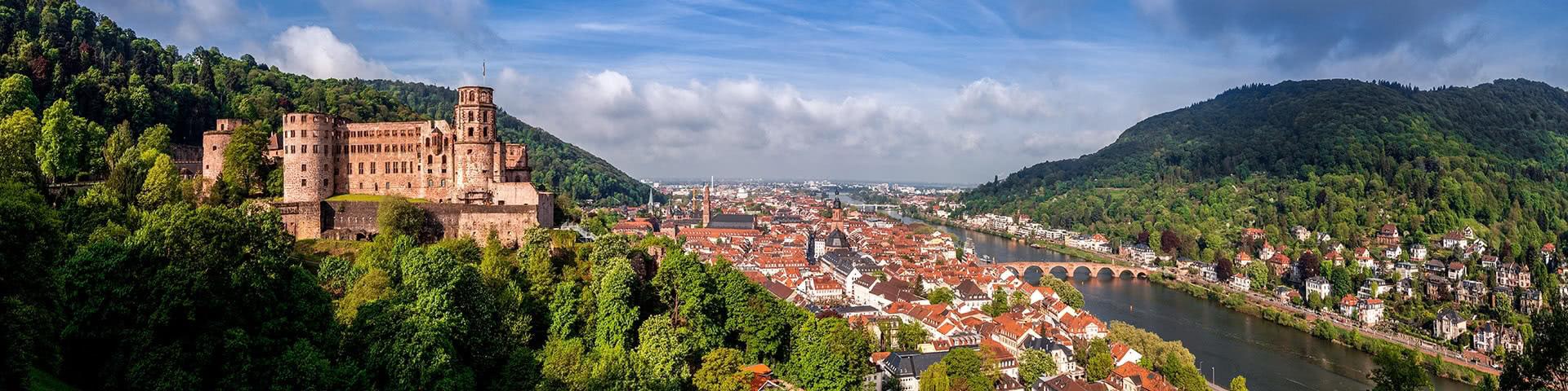 Blick auf das Schloss, die Altstadt und den Neckar in Heidelberg