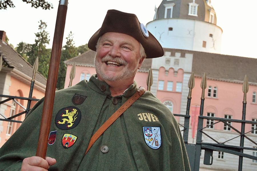 Nachtwächter vor dem Schloss in Jever