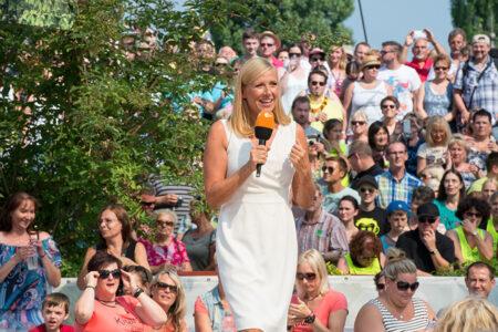 Andrea Kiewel moderiert den ZDF Fernsehgarten in Mainz