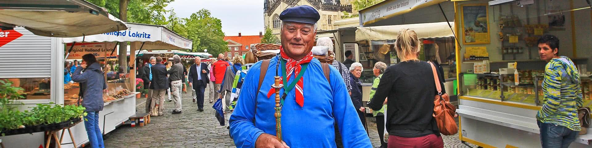 Kiepenkerl auf dem Wochenmarkt in Münster