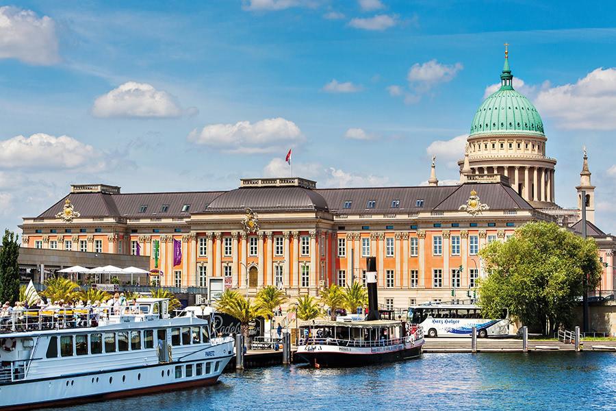 Schiffnleger am Schloss Sanssouci in Potsdam